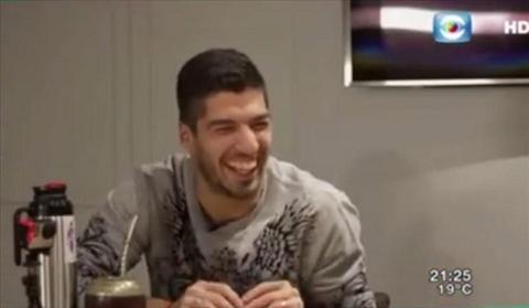 Lionel Messi va Luis Suarez di tieu ngoi hinh anh