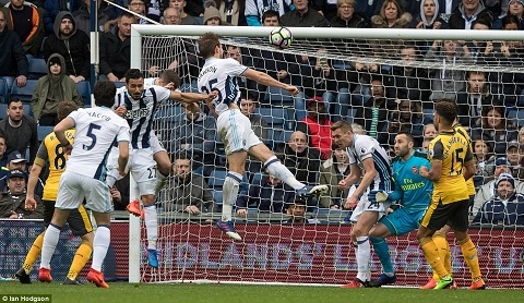 West Brom 3-1 Arsenal Petr Cech dinh chan thuong hinh anh