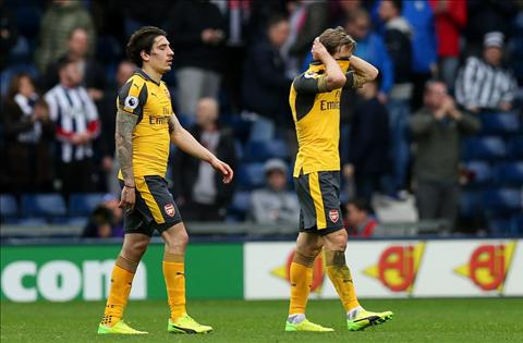 West Brom 3-1 Arsenal Henry chan nan voi Wenger hinh anh