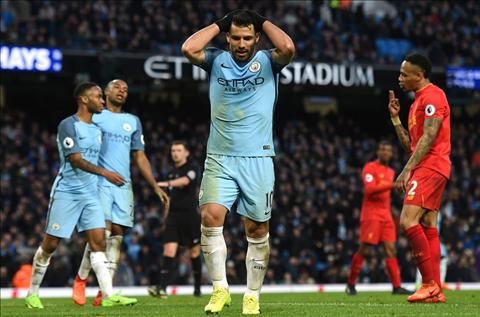 Sau vong 29 Premier League MU ap sat Top 4 hinh anh 4