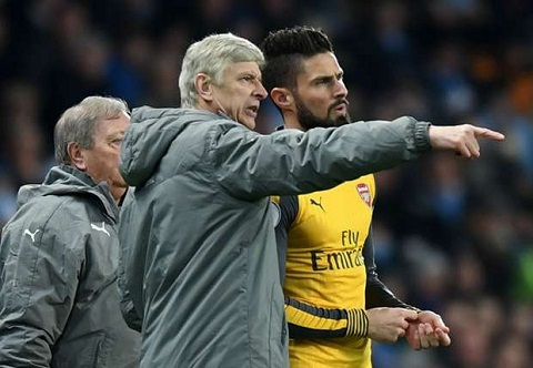 Tien dao Olivier Giroud len tieng trach moc HLV Wenger hinh anh