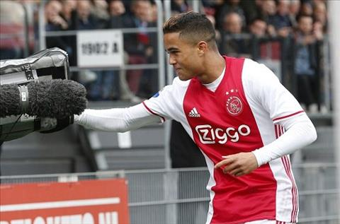 Tien dao Justin Kluivert noi loi cay dang voi MU hinh anh 2