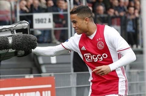 Con trai Kluivert than tuong Ronaldo nhung muon toi Barca hinh anh