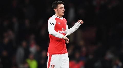 Mesut Ozil up mo ve chuyen gia han hop dong voi Arsenal.