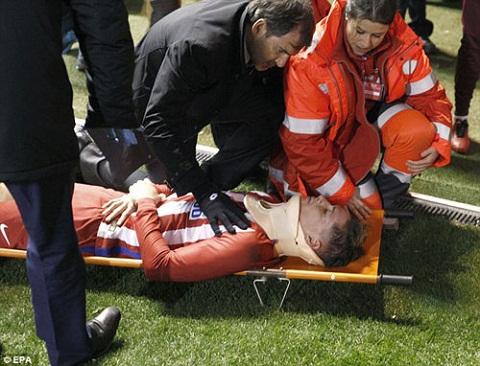 Ramos va Morata dong vien tien dao Fernando Torres hinh anh