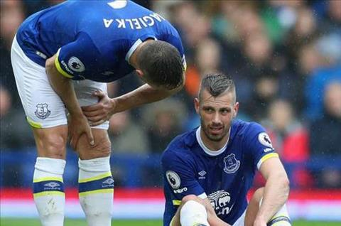 Sao Everton chan thuong truoc them derby, Liverpool mung tham hinh anh