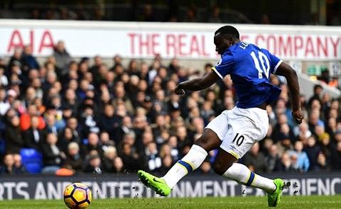 Tien dao Romelu Lukaku lap ky luc trong mau ao Everton hinh anh