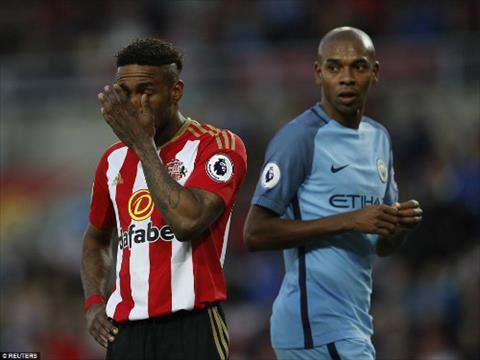 Sunderland cua Defoe da choi kha tot cho den truoc khi ho bi Aguero choc thung luoi cuoi hiep 1