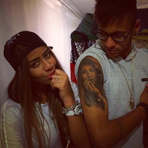 Sang tuoi 21, em gai Neymar lai cang nong bong hinh anh