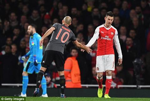 Tien dao Theo Walcott vuot qua thanh tich cua Zidane  hinh anh