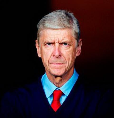 HLV Arsene Wenger thua nhan ong dang phai chiu ap luc truoc tran gap Man City.