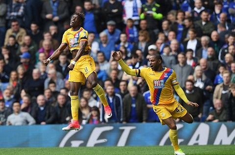 Tien ve Wilfried Zaha canh bao Chelsea hinh anh 2