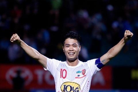 Cong Phuong duoc doi thu dua len tan may xanh hinh anh