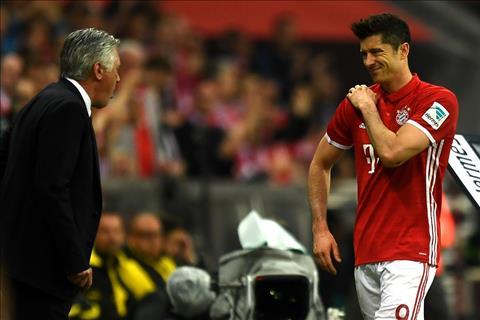 Truoc dai chien voi Real, Bayern nhan tin du tu Lewandowski hinh anh