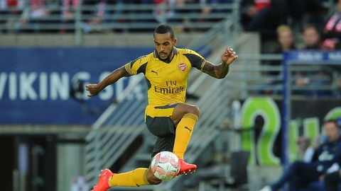 HLV Wenger len an tien dao Theo Walcott hinh anh
