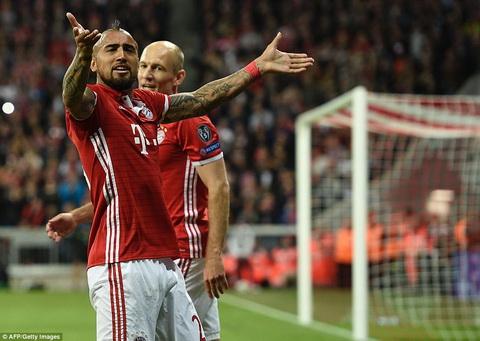Bayern Munich 1-2 Real Madrid Choi thieu nguoi, Hum xam danh chet duoi tay sat thu gia Ronaldo hinh anh 2