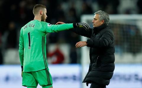 Jose Mourinho duoc cho la dang mau thuan voi De Gea.