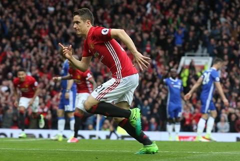 Thang hoa phong do, Herrera van lo mat cho o Man Utd hinh anh
