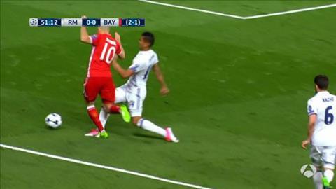 Trong tai tran Real Madrid 4-2 Bayern mac hang loat sai lam hinh anh 5