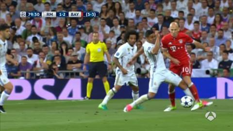 Trong tai tran Real Madrid 4-2 Bayern mac hang loat sai lam hinh anh 6