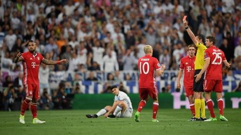 Bayern Munich thi nhau cong kich trong tai sau tran thua Real Madrid hinh anh