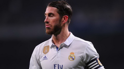 Sergio Ramos chang ngac nhien vi thoi toc mach cua Pique.