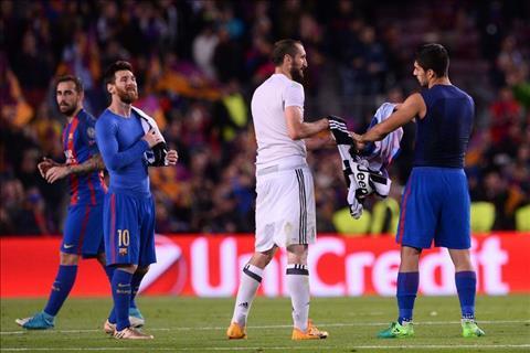 Juventus vao ban ket C1 201617 Su tra thu ngot ngao cua Chiellini hinh anh 2