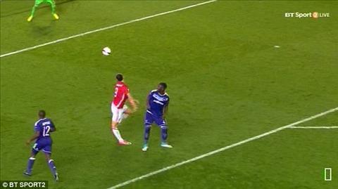 Tinh huong Ibrahimovic chan thuong trong tran dau voi Anderlecht