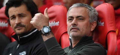 Jose Mourinho tao ra den 8 su thay doi so voi tran gap Anderlecht.
