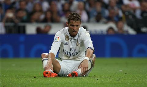 Ronaldo tham hai va dang thuong ra sao o tran Real 2-3 Barca hinh anh