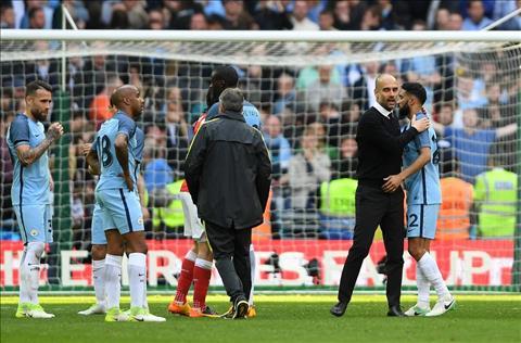 Arsenal 2-1 Man City Guardiola van lac loi trong suong mu hinh anh 3