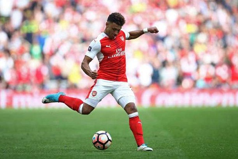 Arsenal dung tien giu chan tien ve Chamberlain hinh anh 2