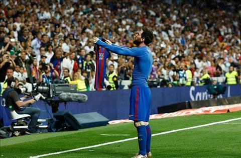 Man an mung cua Messi o El Clasico tro thanh trao luu moi tren Internet hinh anh
