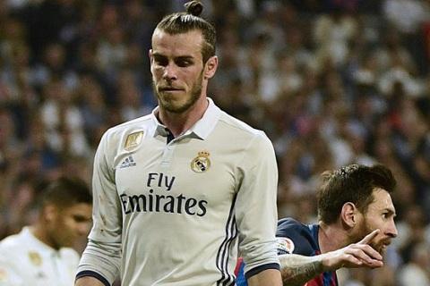 Qua tuc gian, fan Real doi tong co Bale sang MU hinh anh