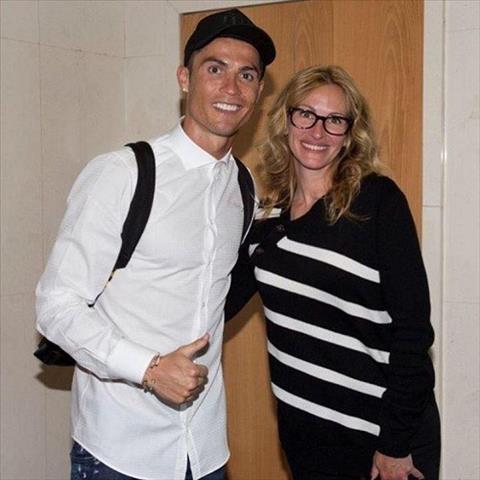 Fan Messi va Ronaldo xay ra khau chien tren mang xa hoi hinh anh