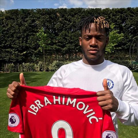 Sau Batshuayi, mot sao Chelsea khac lai gap hoa vi ung ho Ibrahimovic hinh anh 2