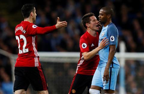 Frank Lampard ngoi khen hang tien ve MU sau tran derby hinh anh