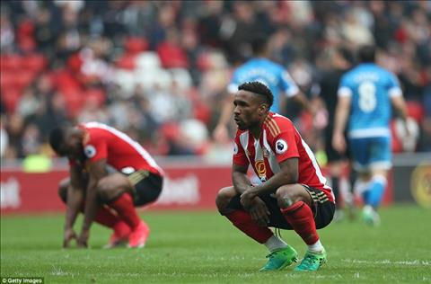 Sunderland xuong hang sau tran thua Bournemouth hinh anh
