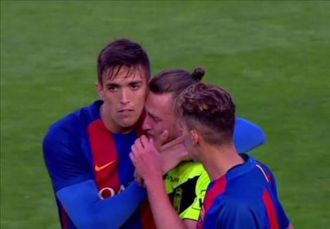 Bat khoc vi thua doi Barca B  0-12 hinh anh