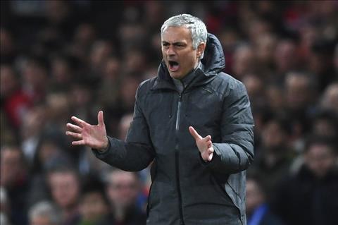 HLV Mourinho tiep tuc do loi