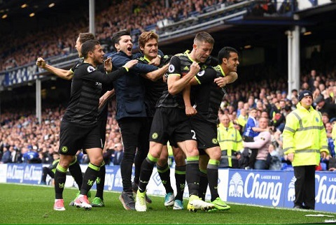 Everton 0-3 Chelsea The Blues chinh thuc co ve du C1 hinh anh