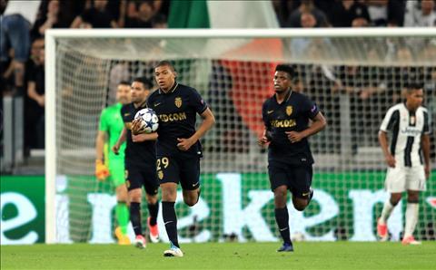 Tien dao Kylian Mbappe di vao lich su Champions League hinh anh 3