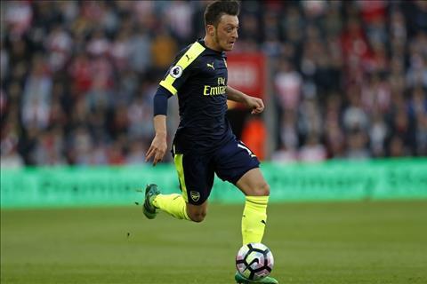 Mesut Ozil tiet lo ben do bat ngo neu roi Arsenal hinh anh
