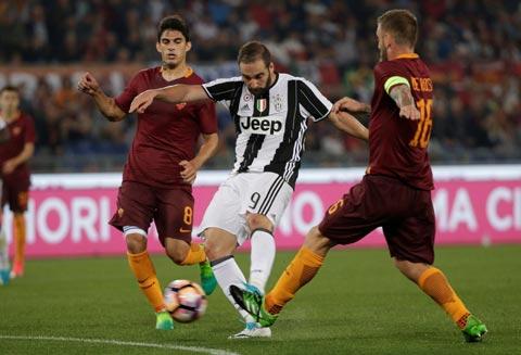 AS Roma 3-1 Juventus Danh du nha vua bi xuc pham hinh anh
