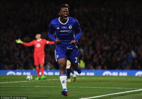 Everton hoi mua tien dao Michy Batshuayi cua Chelsea hinh anh