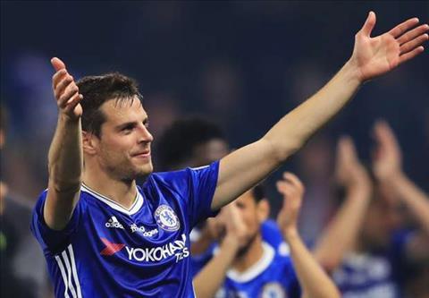 Hau ve Cesar Azpilicueta canh bao dong doi o Chelsea hinh anh 2