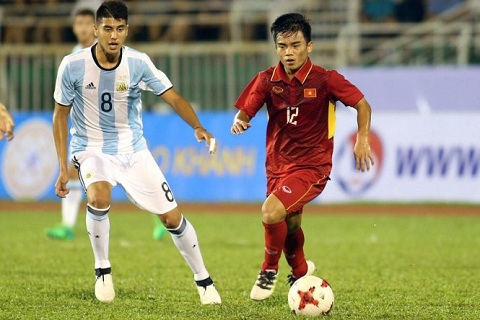 Tien ve Luong Hoang Nam trong tran giao huu voi U20 Argentina