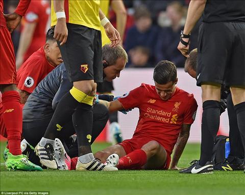 Tran nay, Liverpool da gap ton that lon khi Coutinho phai roi san som do chan thuong
