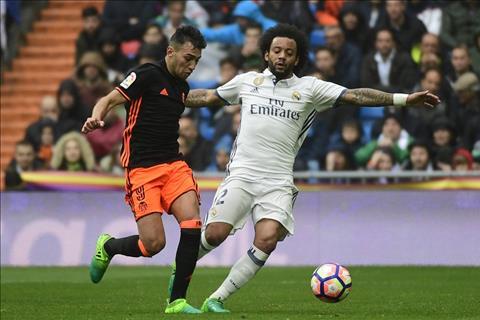 Doi hinh tieu bieu chau Au 201617 Co Messi khong Ronaldo hinh anh 2