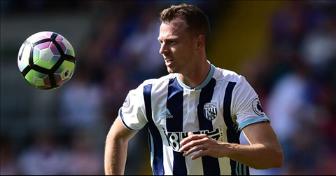 West Brom chot gia ban trung ve Jonny Evans hinh anh